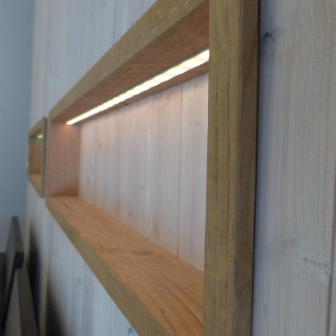 Nachttische in einer Trennwand integriert mit LED Beleuchtung