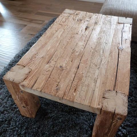 Couchtisch aus Altholz