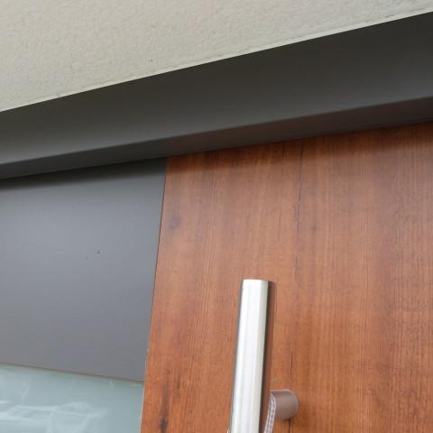 Haustüre mit Holzkern und Stahlrahmen. Außen mit Wasserfesten und Lichtechten Kompaktplatten belegt.